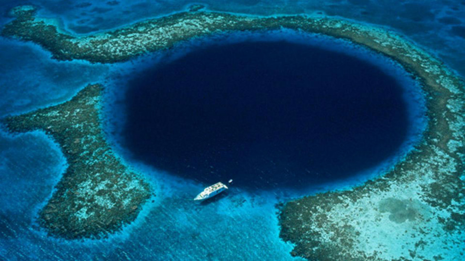BLUE-HOLE-BELIZE-SMARTTRAVEL-BG